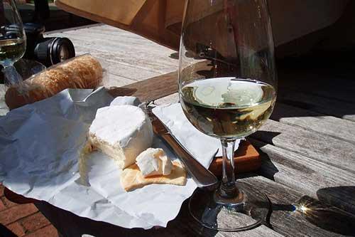 Vinho-e-queijo-é-a-combinação-perfeita-Caminho-do-Vinho